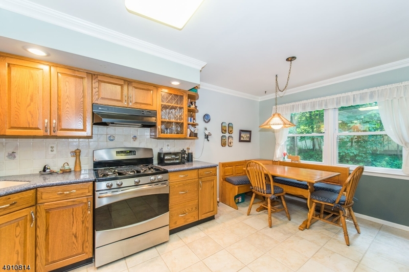 9 HERITAGE MANOR DR-1