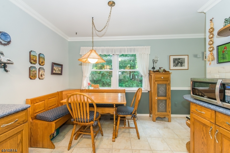 9 HERITAGE MANOR DR-6